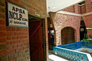 APSA sin barne- og ungdomsskole som går under navnet Dream School (Drømmeskolen).