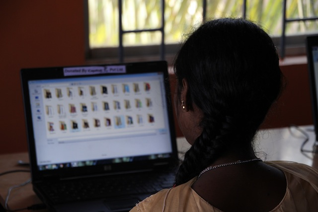 PC-undervisning på APSAs yrkesskole Kaushalya.