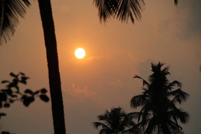 Solnedgang fra Kannur Beach house.