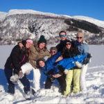 Lek og moro i snøen for elever og lærerbarn fra Åsane folkehøgskole